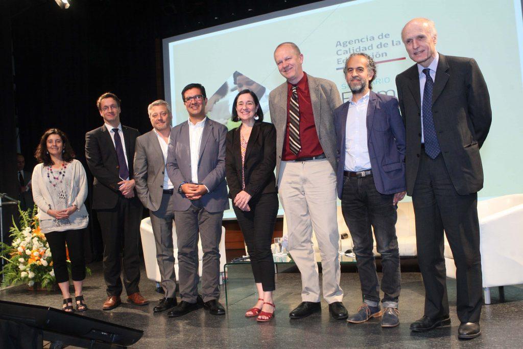 Las expositores de la actividad junto al Secretario Ejecutivo de la Agencia de Calidad, Carlos Henríquez. Foto: Agencia de Calidad de la Educación.