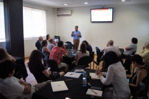 Carlos Henríquez durante su presentación.