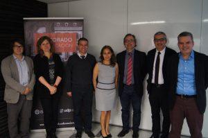 María Paola Sevilla junto a la comisión y las autoridades del programa.