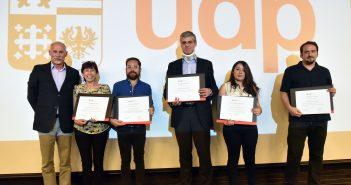 De Izquierda a derecha, el decano Horacio Walker, Marcela Oyarzún, Víctor Rocha, Fernando González, Fernanda Molina y Renato Gazmuri.