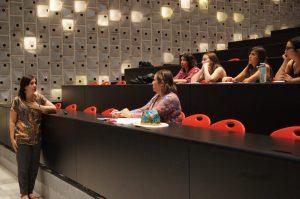 Académica Francisca del Río durante la presentación.