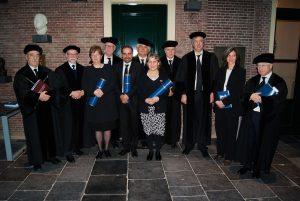En la imagen Jacqueline Gysling, Jorge Marchant y Judith Scharager, en compañía de la comisión evaluadora de la Universidad de Leiden; el director del Doctorado, José Joaquín Brunner; el co-director del programa, Patricio Silva; y el director del CPCE, Cristián Cox.