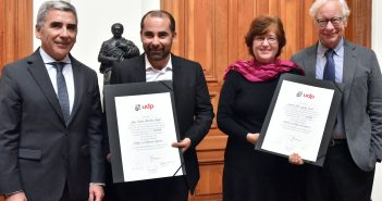El rector Carlos Peña, el Dr. Jorge Marchant, la Dra. Jacqueline Gysling y el Director del programa, José Joaquín Brunner.