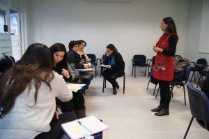 Clase de diplomado con la académica Paula Guerra.